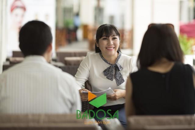 hình ảnh trao đổi với khách hàng
